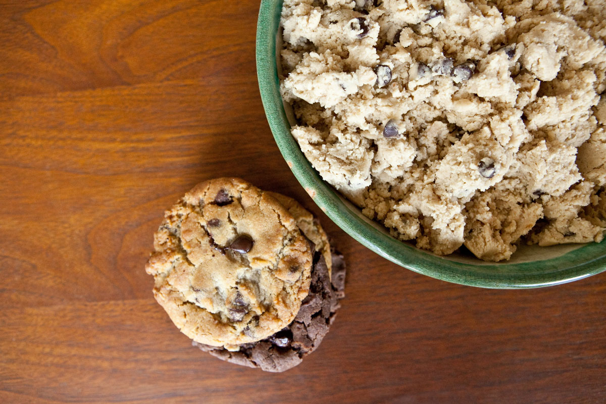 Vegan cookie dough in a bowl and tasty cookies